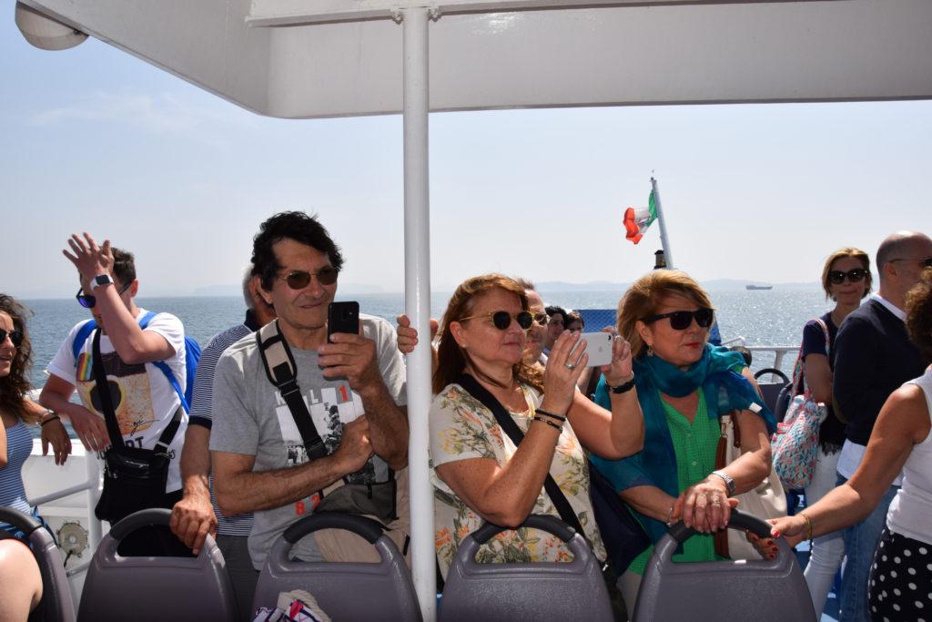 Musica napoletana a bordo di Alilauro